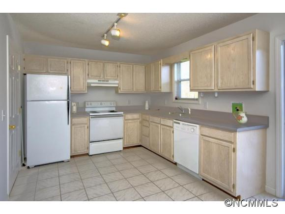 Image 4 for 42 / 48 Captains Point in Cullowhee, North Carolina 28723 - MLS# 592294